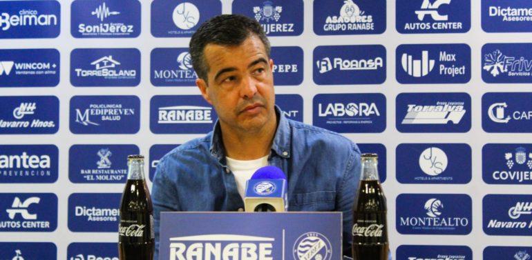 """Pérez Herrera, entrenador del Xerez DFC, piensa que la fase de ascenso queda """"adulterada"""": """"Hay cosas que no entendemos"""""""