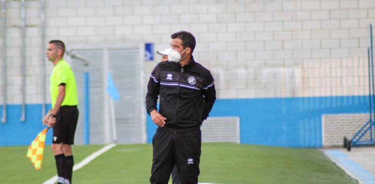"""Pérez Herrera, entrenador del Xerez DFC, afirma que el equipo no hace cuentas sobre el posible ascenso: """"Estamos centrados en el partido que nos toca y queremos dar otro paso en Chapín"""""""