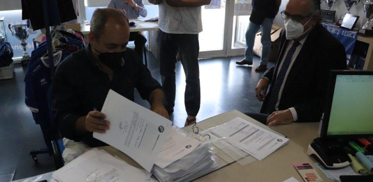 La candidatura de 'Vamos Xerez', encabezada por Ignacio de la Calle, se presenta oficialmente a la Presidencia del Xerez DFC