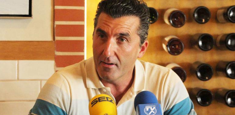 El Xerez DFC estudia la manera de despedir a Edu Villegas con honores tras reunirse con él
