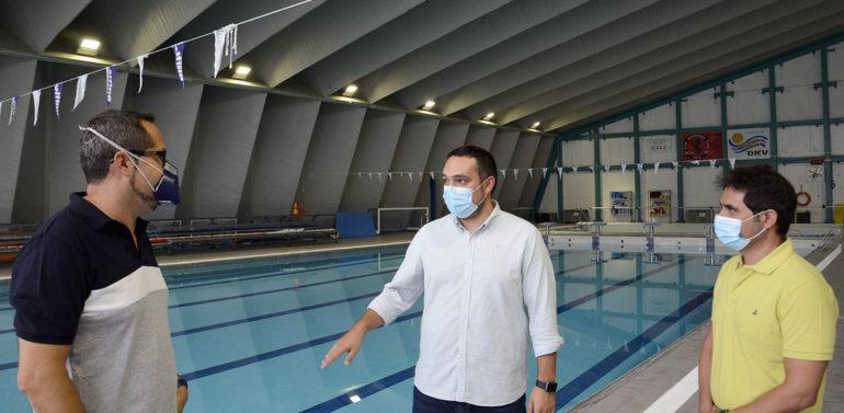 El Ayuntamiento oferta 857 plazas para cursos intensivos y natación en el Palacio de Deportes y Piscinas José Laguillo