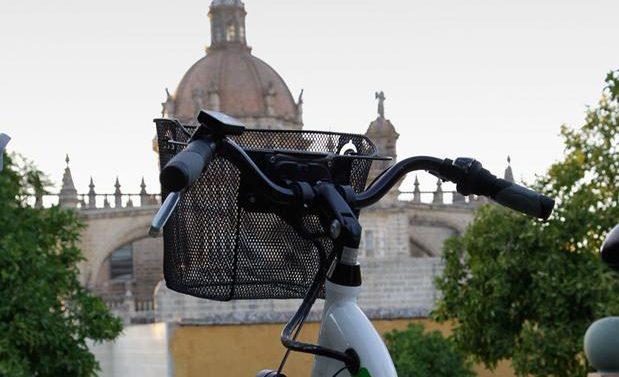 """La peña 'Xerecistas por el Mundo´ expone una """"queja"""" al Ayuntamiento acerca del estacionamiento de bicicletas en las inmediaciones de Chapín"""