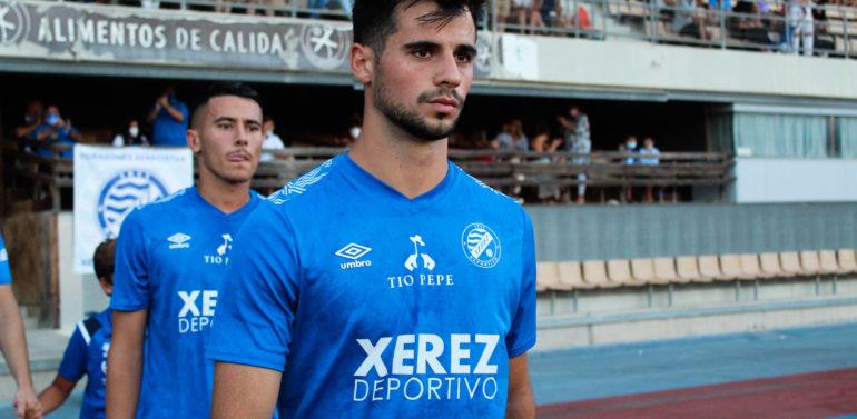 """Curro Rivelott, jugador del Xerez DFC: """"Yo creo que en mejor sitio que este no voy a estar en ningún lado"""""""
