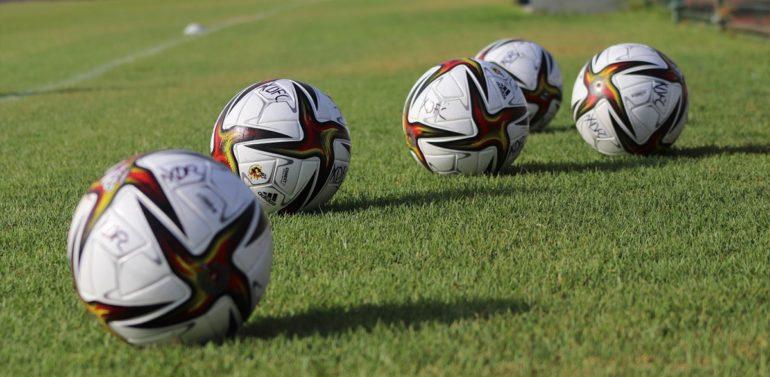 El Xerez Deportivo FC estrena el balón con el que debutará en Segunda RFEF
