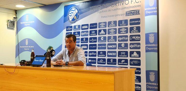"""Pérez Herrera, entrenador del Xerez DFC, tras la derrota ante el Córdoba: """"El resultado es demasiado abultado pero es un golpe de realidad"""""""