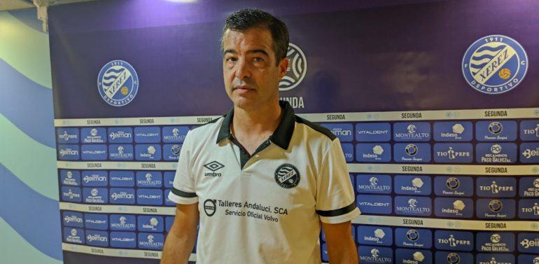 """Pérez Herrera, técnico del Xerez Deportivo FC, tras lograr la segunda victoria de la temporada: """"Hemos sido muy superiores al rival"""""""